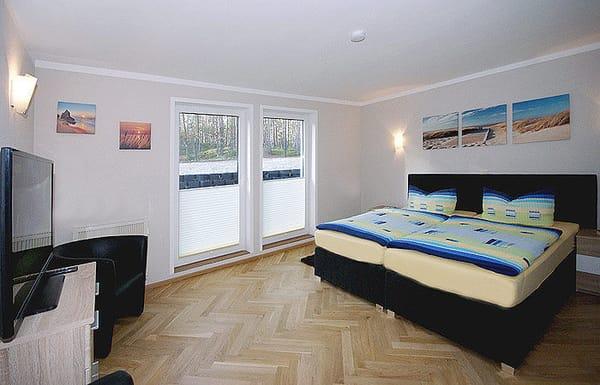 Schlafzimmer 2 mit Flat-TV