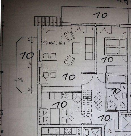 Untergeschoss mit Wohnzi.mit 2 Balkonen,Esszi.,Bad mit WC,Badawanne u.Dusche,Wohnküche mit Blick auf Steilküste und Meer