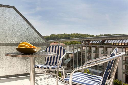 Die Ferienwohnung hat 2 möblierte Balkone, die rückwärtig, nach Südwesten ausgerichtet sind.
