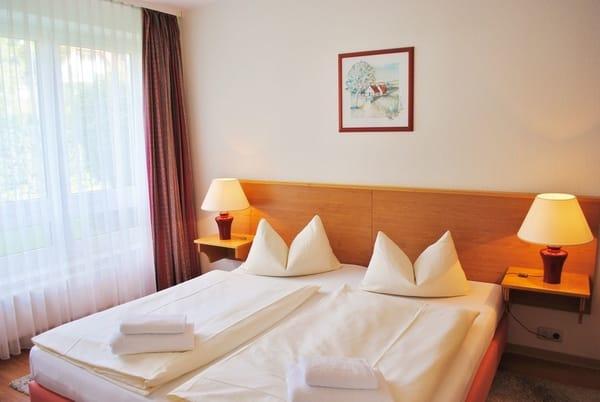 auf Wunsch Betten bezogen sowie Hand- und Duschtücher für 15,- € pro Person