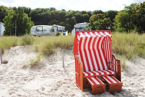 kostenfreier Strandkorb am Strand