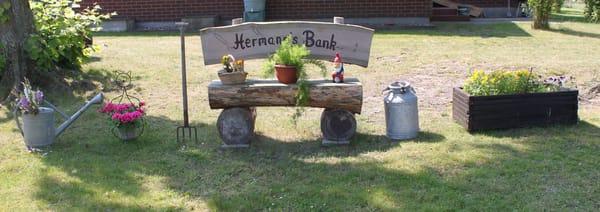 Bank vor dem Bauernhaus
