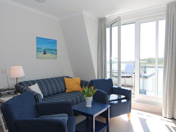 Wohnbereich mit kl. Balkon - Blick auf den Schloonsee
