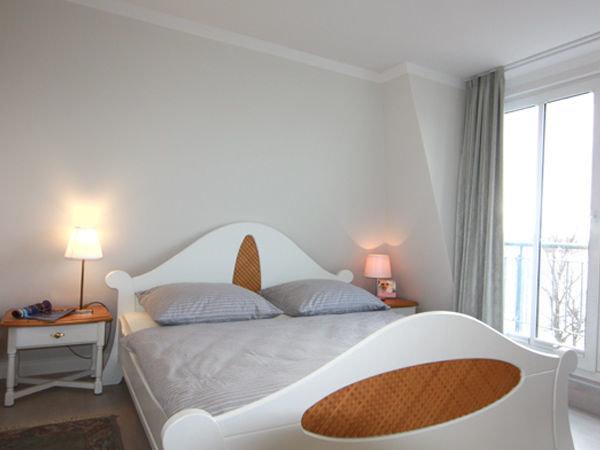 Schlafzimmer mit Zugang zum kl. Balkon