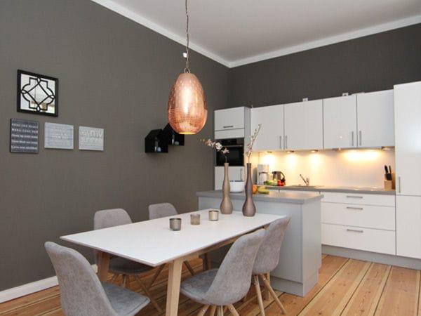 Küchenzeile / Esstisch