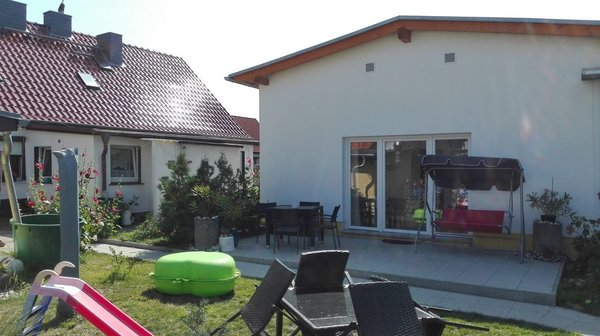 Hauptansicht mit Terrasse von der Kochstraße