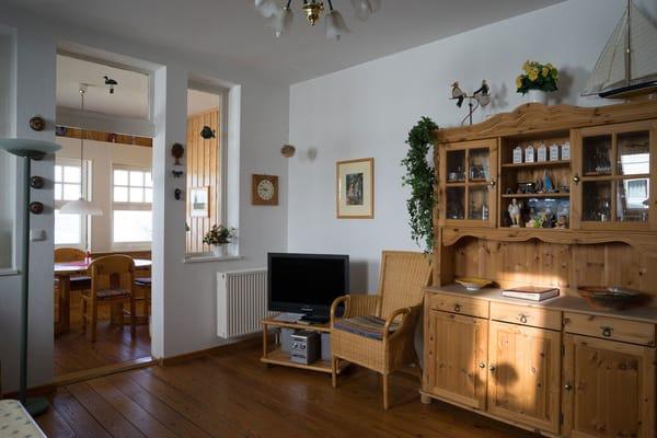 Wohnzimmer mit Blick in die Loggia