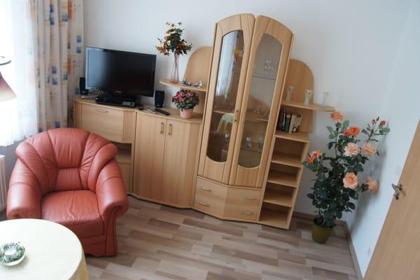 gemütlich eingerichtetes Wohnzimmer mit WLan, CD/DVD, SAT-TV