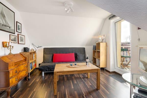 Das Wohnzimmer ist ausgestattet mit TV ...