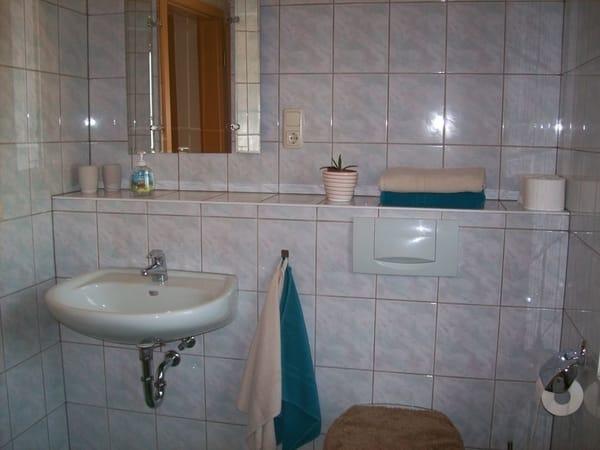 Bad mit WC, Waschmaschine und Trockner