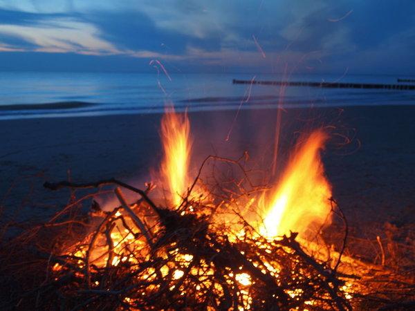 Osterfeuer am Strand