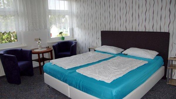 ferienwohnungen haus auf der terasse 2 zimmer ferienwohnung haus auf der terrasse. Black Bedroom Furniture Sets. Home Design Ideas