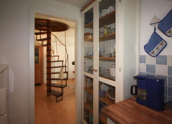 Achtung: Steile Wendeltreppe ohne festes Geländer - daher für kleine Kinder nicht geeignet!