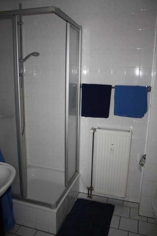 Duschbad und WC