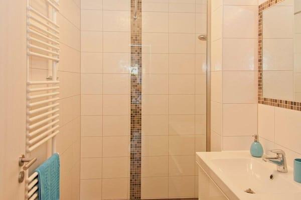 Bad/Dusche mit Waschbecken