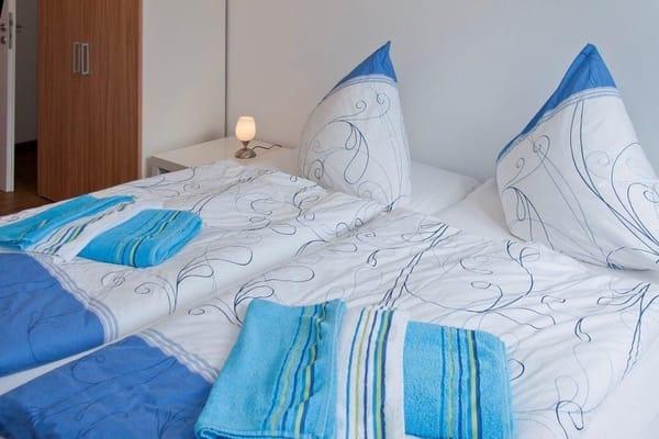 Doppelbett oder als zwei Einzelbetten zu nutzen ( 180/200cm )