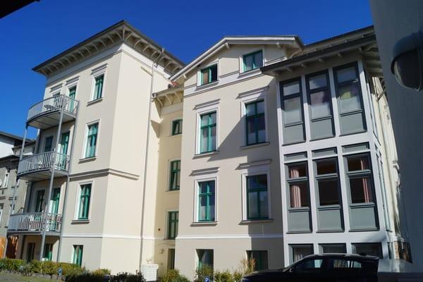 Villa Perkunos - Rückfront mit Parkplatz