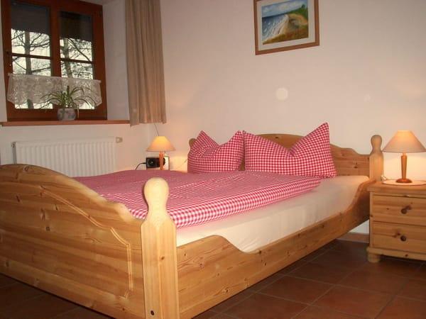 Töpperhus App. 02 Schlafzimmer (Doppelbett 160x200/Kleiderschrank)