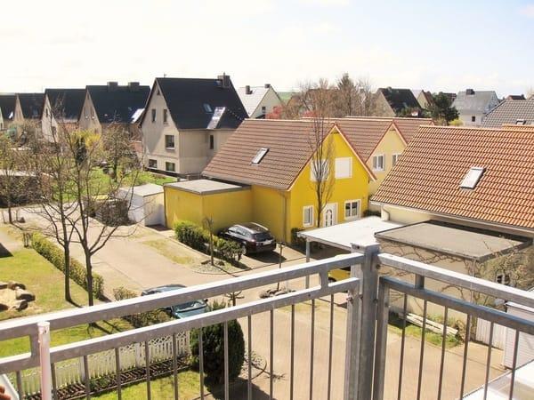 Blick auf den Innenhof mit eigenem PKW-Stellplatz