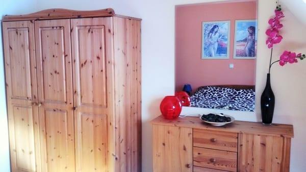 Das Schlafzimmer - Blick in den Spiegel