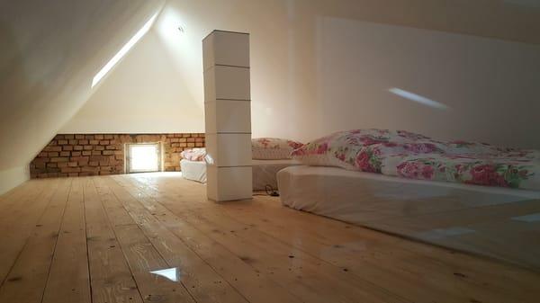 offene Galerie im Spitzdach mit Schlafplatz für 3. und 4. Person