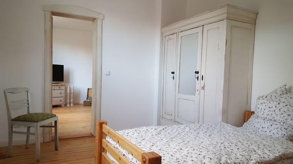 2. Schlafzimmer mit 2 Einzelbetten (je 1x2 m)