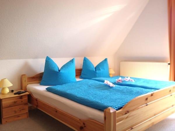 erholsamer Schlafbereich mit Doppelbett