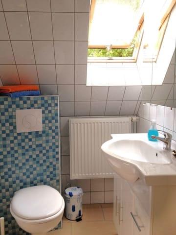 Tageslichtbad mit WC und Dusche