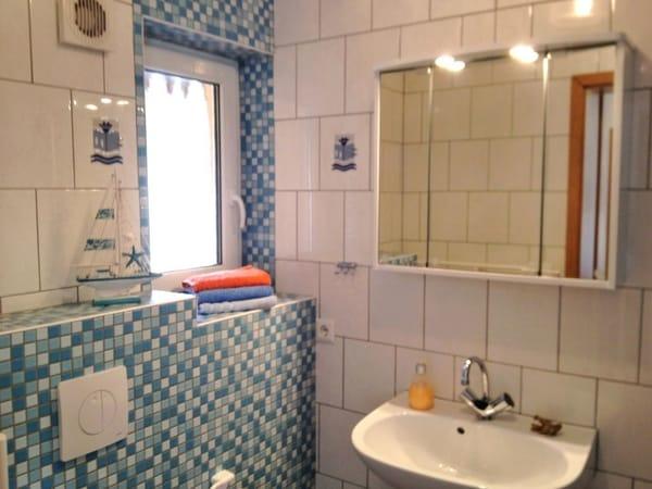 Tageslichtbad mit Dusche und WC