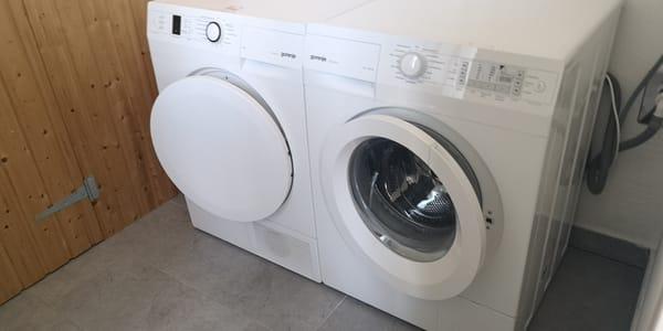 ausgerüstet mit Trockner und Waschmaschie
