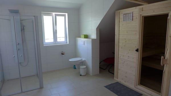 die Sauna, großes Badzimmer, dusche, Badewanne, WC