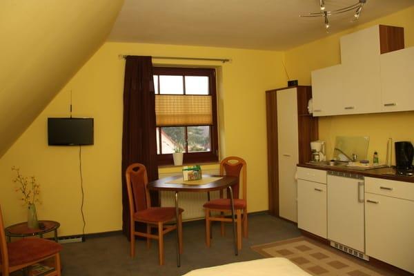 Wohn-Schlaf-Raum mit kl. Küche