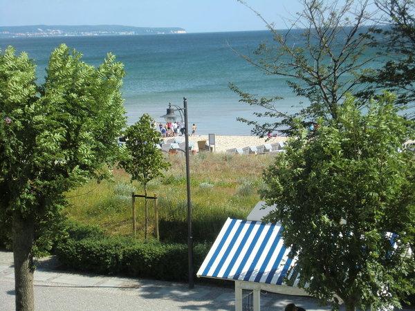 Die Strandpromenade vor unserem Haus mit Blick auf den Kreidefelsen