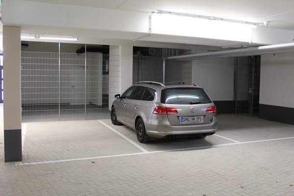 Der zur Wohnung gehörende Parkplatz