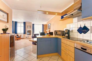 Küche komplett ausgestattet - Spülmaschine,Kühlschrank / Gefrierfach, Backofen, Mikrowelle u.v.m.