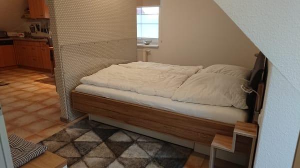 Doppelbett seitlich