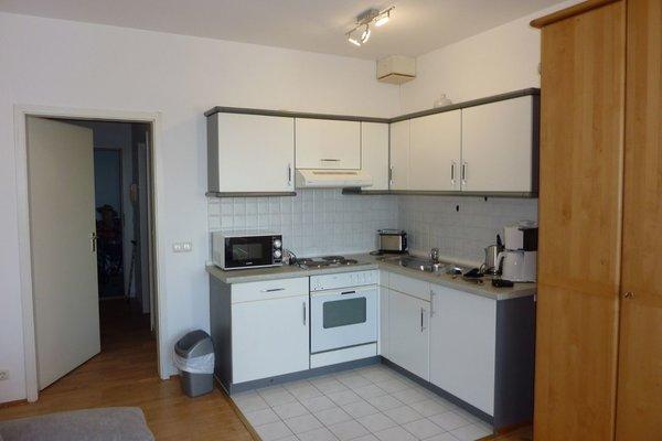 Die offene Küche im Wohn-/Schlafraum