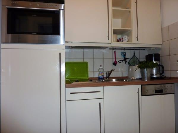 Die kleine aber komplette Küche in der Diele