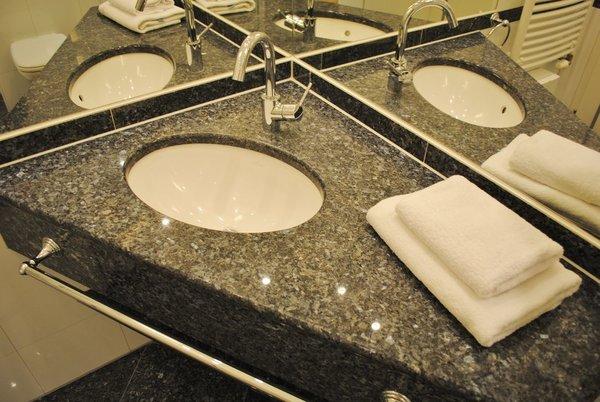hochwertiges Bad mit Granit