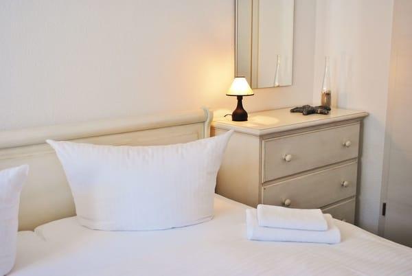 Betten bezogen, Dusch und Handtücher
