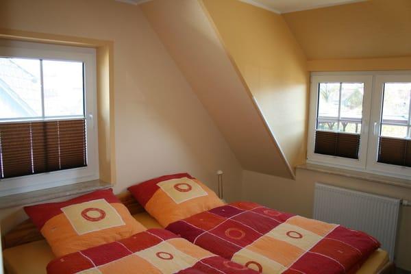 SZ im OG, 1 Doppelbett + 1 Einzelbett (siehe Grundriss)
