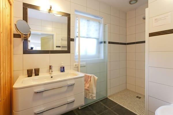 Badezimmer Ergeschoss