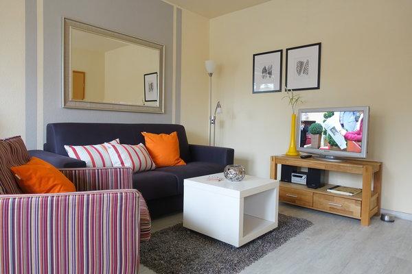 Wohnbereich mit Fernseher und HiFi