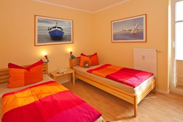 ... lädt das zweite Schlafzimmer mit zwei Einzelbetten (je 90x200cm)  zur Nachtruhe ein.