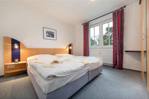 Beide Schlafzimmer haben Doppelbett, Kleiderschrank und elektrische Außenrolläden.