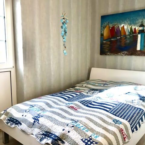 Zweites Schlafzimmer mit 1,40 m Bett