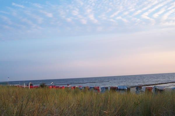 Blick über die Düne zur Ostsee