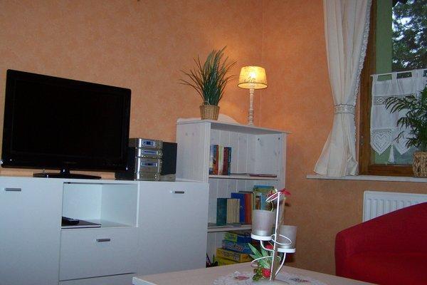 Wohnzimmer mit LED Fernseher,Musikanlage,viele Spiele und Bücher