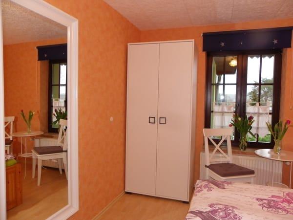 1.Schlafzimmer Bild 2