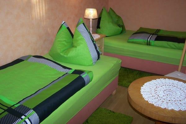 2.Schlafzimmer mit 2 Einzelbetten Kleiderschrank und gemütlicher Sitzecke